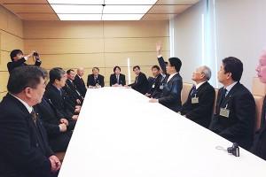 首相官邸にて 内閣官房副長官 加藤勝信氏訪問