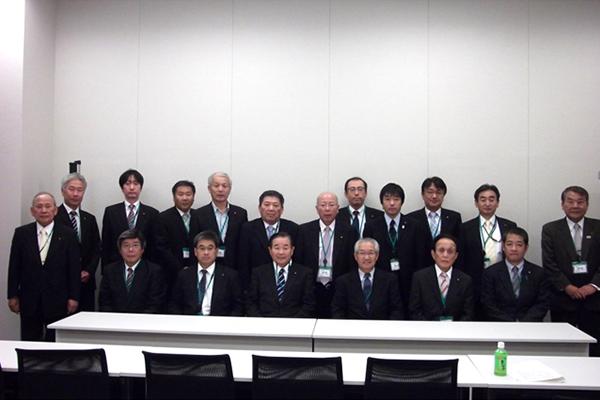 講演終了後に高木雄次理事長とともに